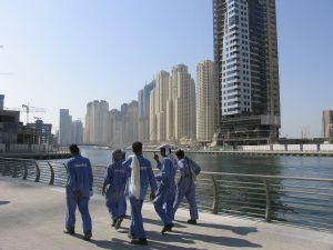 1280px-Dubai_constr_workers