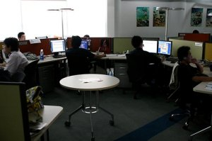 ea-china-office-workers-photo-thanks-to-flickr-user-robert-scales