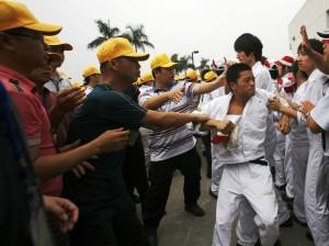 honda_workers_in_foshan_-_2
